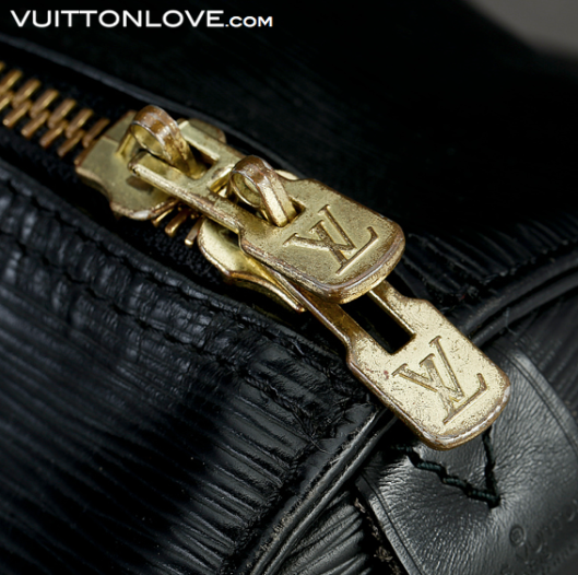 Louis Vuitton Keepall 55 Epi svart Vuitton Love 3