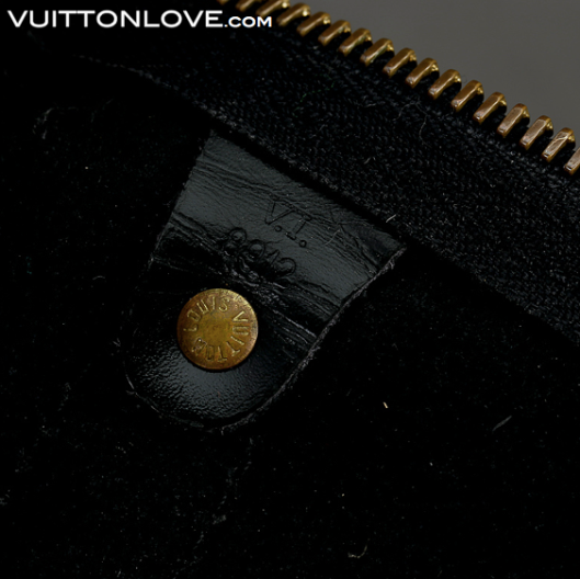 Louis Vuitton Keepall 55 Epi svart Vuitton Love 5