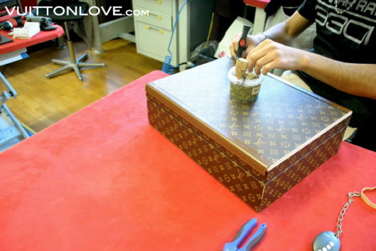 Louis Vuitton fabriken atelier tillverkning vaskor Asnieres-sur-Seine Vuitton Love 21