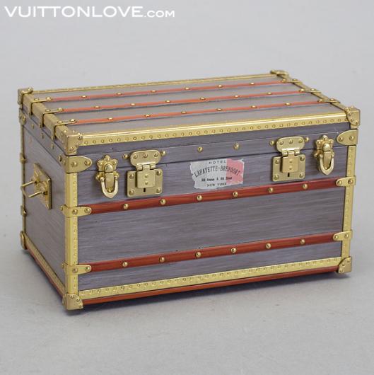 Louis Vuitton miniatyr koffert trunk VIP gåva Vuitton Love