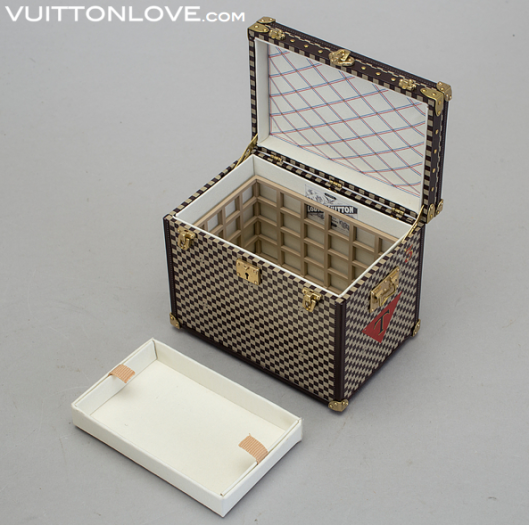 Louis Vuitton miniatyr koffert trunk VIP gåva Vuitton Love